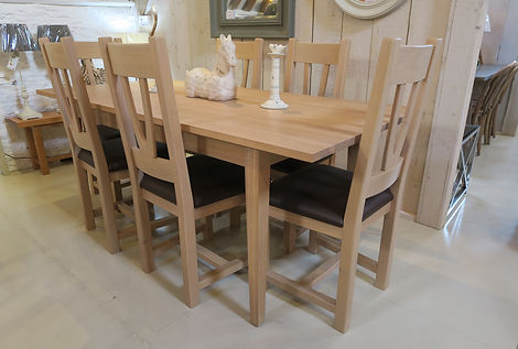 Wardles solid Oak 4-6 seater table