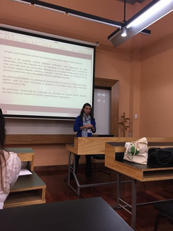 Marcela apresentando trabalho na ALED 2017.jpg