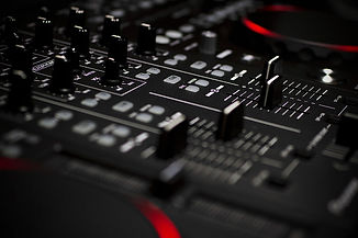 mixing-consoles-technology-depth-of-fiel