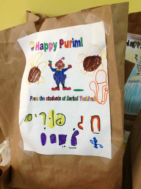Barkai Yeshiva Donates Groceries
