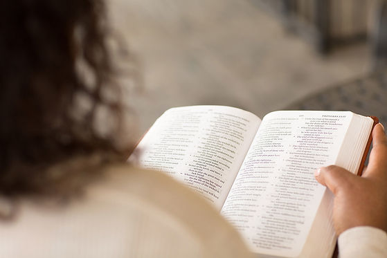 Woman-Reading-Her-Bible-1280.jpg