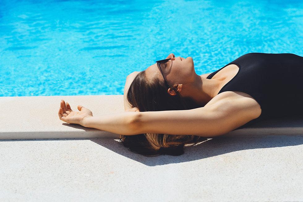 young-model-woman-in-black-bikini-swimwe