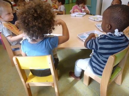 enfants à table.jpg
