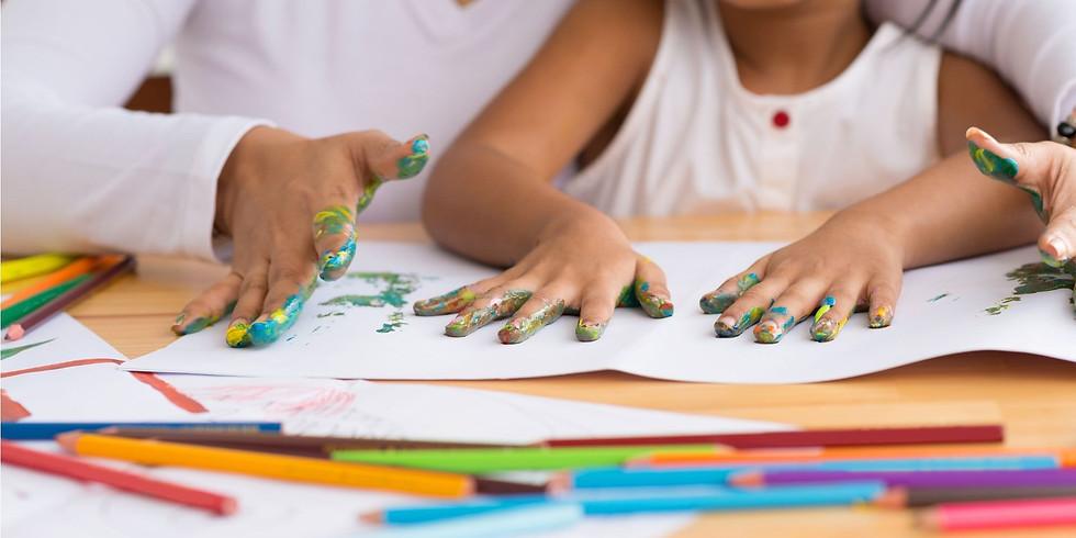 Aire de Famille : Jeux d'empreinte avec de la peinture