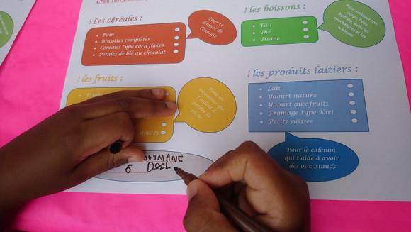 mains qui écrit.jpg