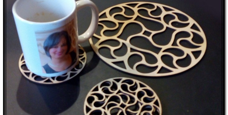 Set of 4 wooden coasters and hot plate coaster