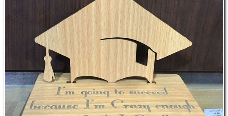 Personalized graduation stand