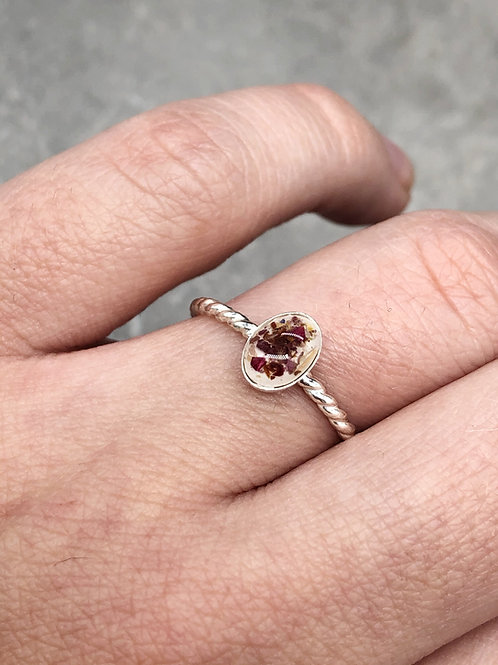 Flower Memorial Dainty Oval Ring (Twisted Band)