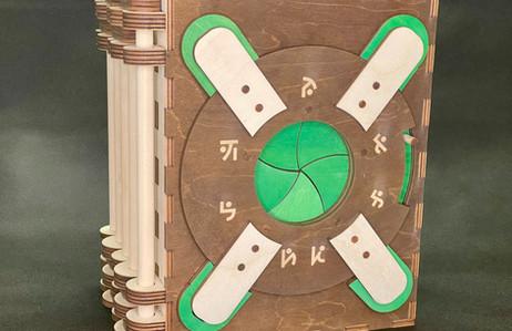 Green Accent & Dark Palette Stain (GRN-D
