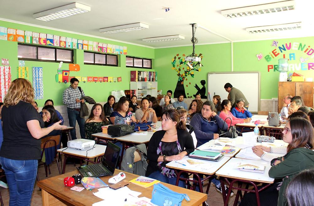 Con ejemplos muy concretos, la relatora fue demostrando la didáctica contenida en el Método Singapur, para la enseñanza de las matemáticas.