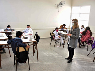 MINISTRO DE EDUCACIÓN ACLARA USO DE UNIFORMES ANTE EVENTUAL REGRESO A CLASES
