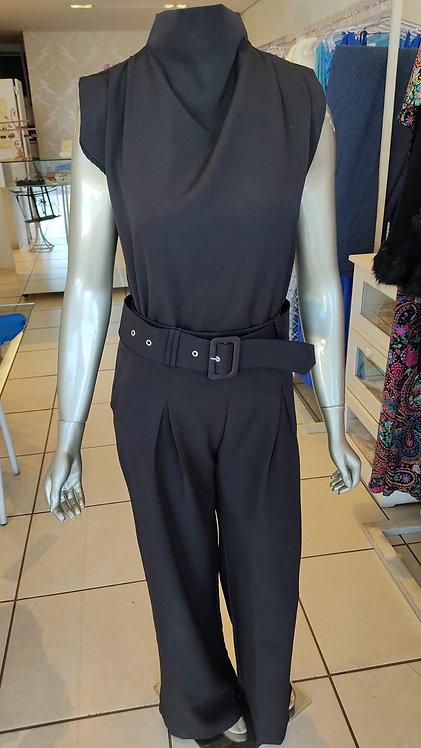 Conjunto blusa e calça com cinto (M)