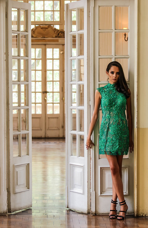 Vestido verde curto rendado com bordado (P)
