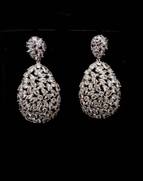 Brinco gotas com cristais cravejados