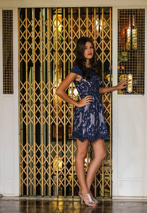 Vestido azul de renda bordada curto (P)