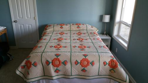 HQ Vintage modern quilt.  Featured in Machine Quilting unlimited Magazine.