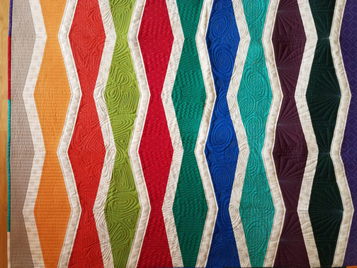 Fun quilt pattern, by Elizabeth Hartman.  Digital quilting.