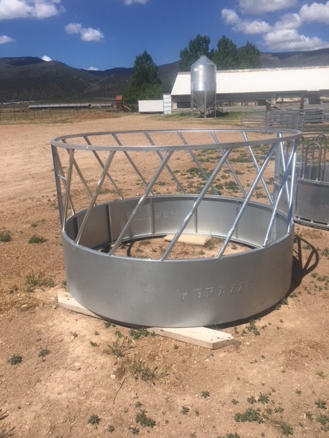 Round Bale Hay Feeder Slanted Bars