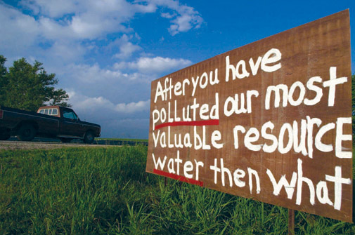 sign_protesting_water_pollution_of_hog_farms