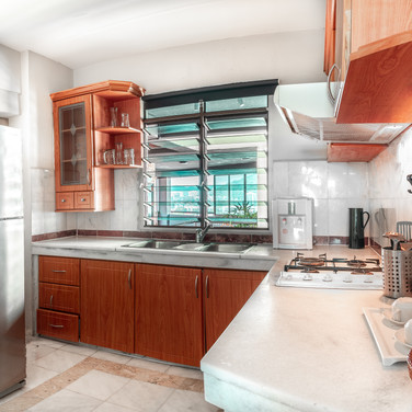 Century Bay Private Residences: Kitchen