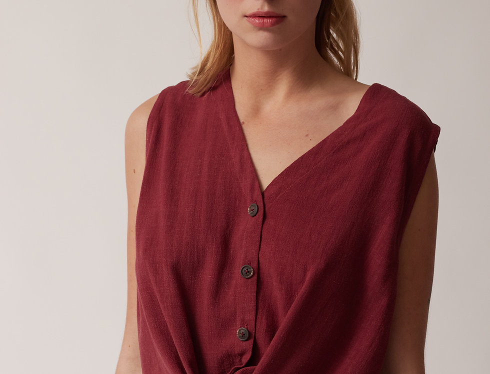 Buttoned knot top wine