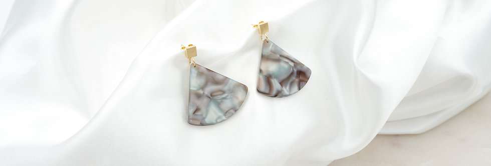 Fan Grey earrings