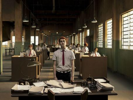 """Novas imagens e data de estreia de """"Ninguém tá olhando"""", nova série da Netflix, são divulgadas"""