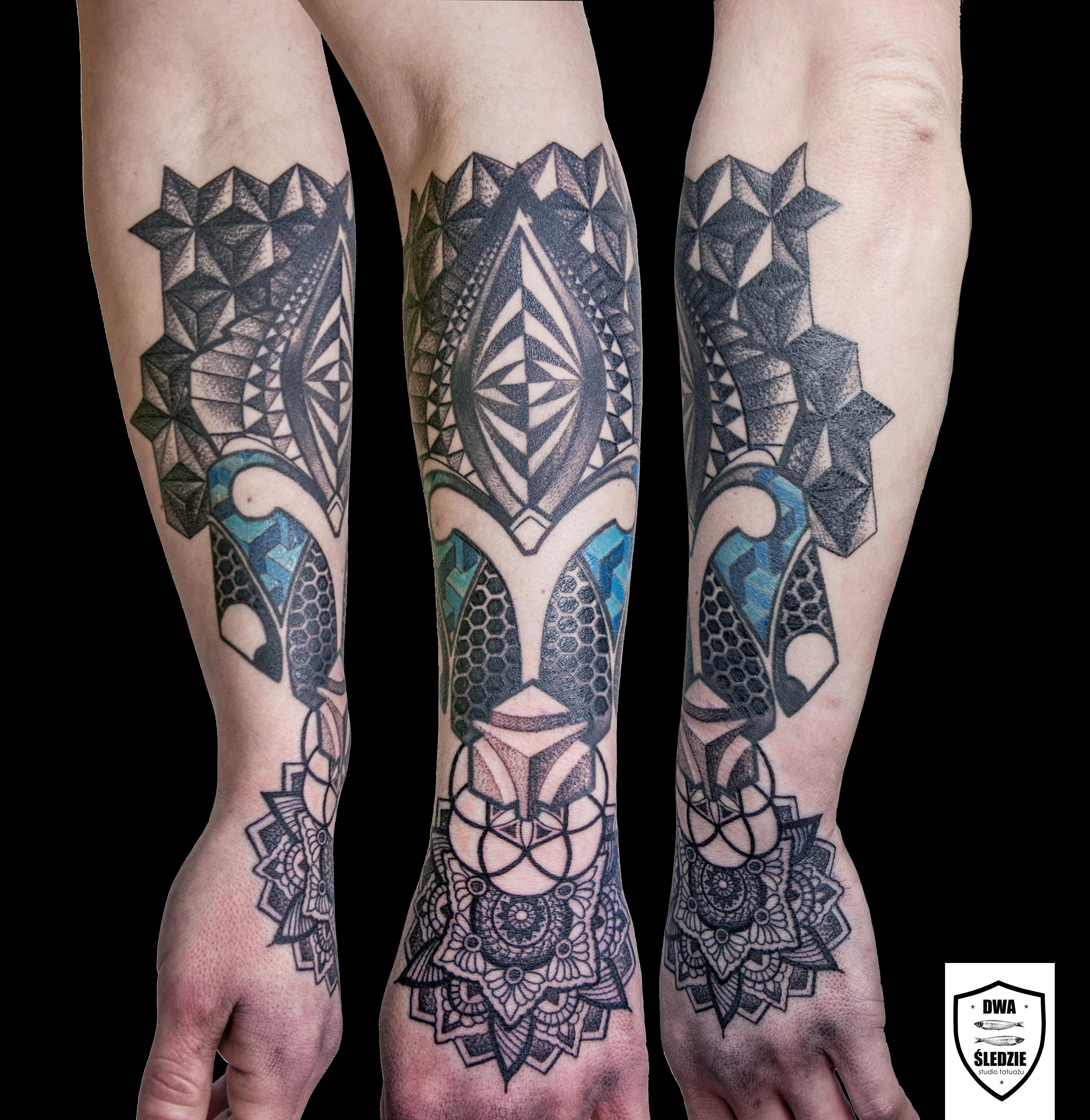 tatuaż geometryczny, ręka