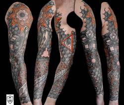 tatuaż geometryczny, rękaw