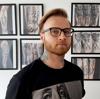 Marcin Pawlus tatuator DWA ŚLEDZIE studio tatuażu w Gdyni