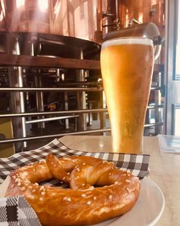Beer & pretzel = YUM!