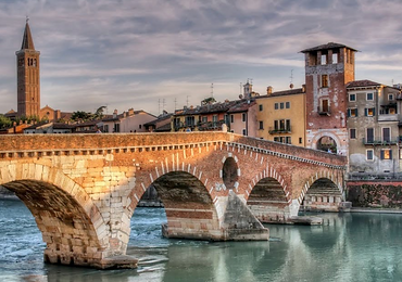 Study abroad students in Italy
