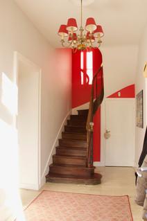 Escalier vers l'étage des chambres