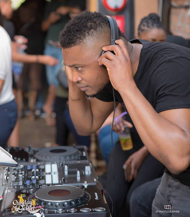 Deejay Alitwitz, le meilleur DJ Afro Caribbéen en Angleterre. Retrouvez DJ Alitwitz à chaque Sunday Sorbet !