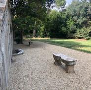 Le banc en pierre- The stone bench
