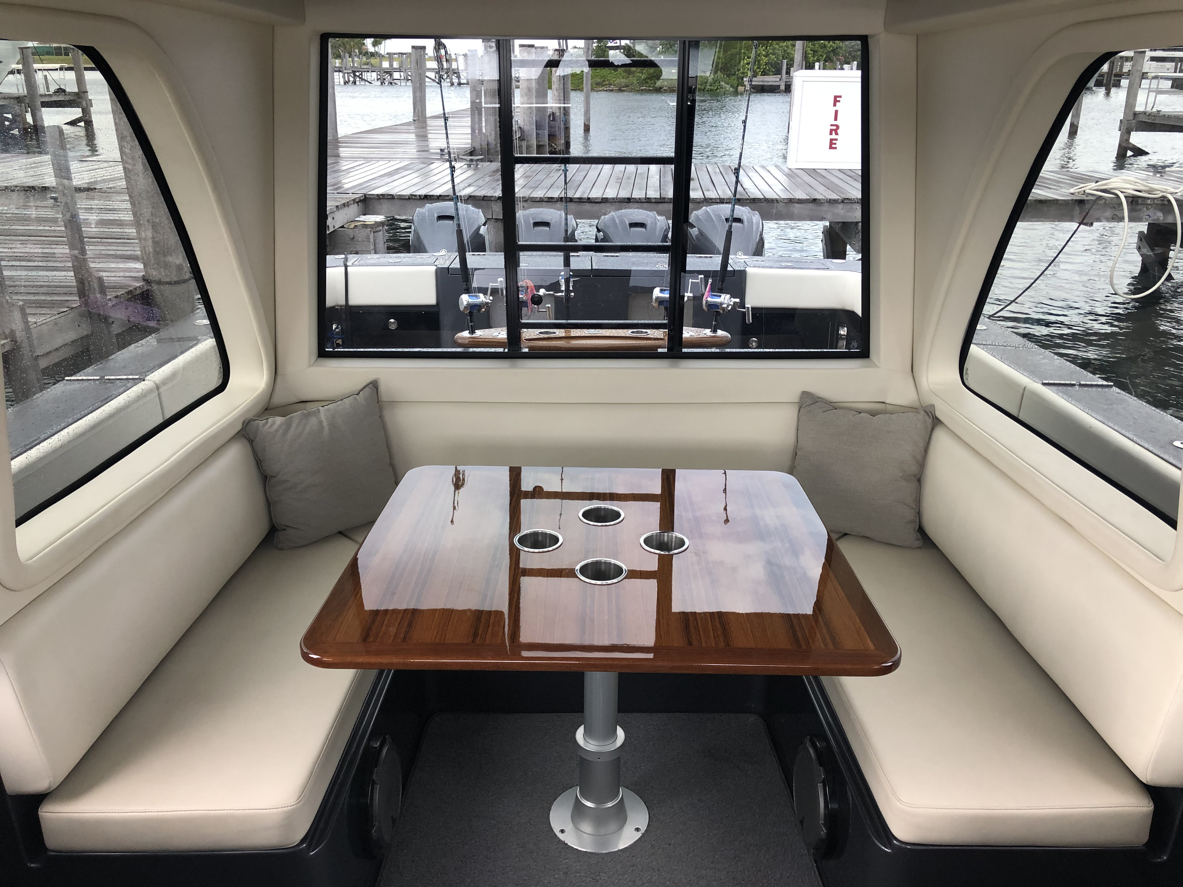 gulfstream yachts 52 upper salon table