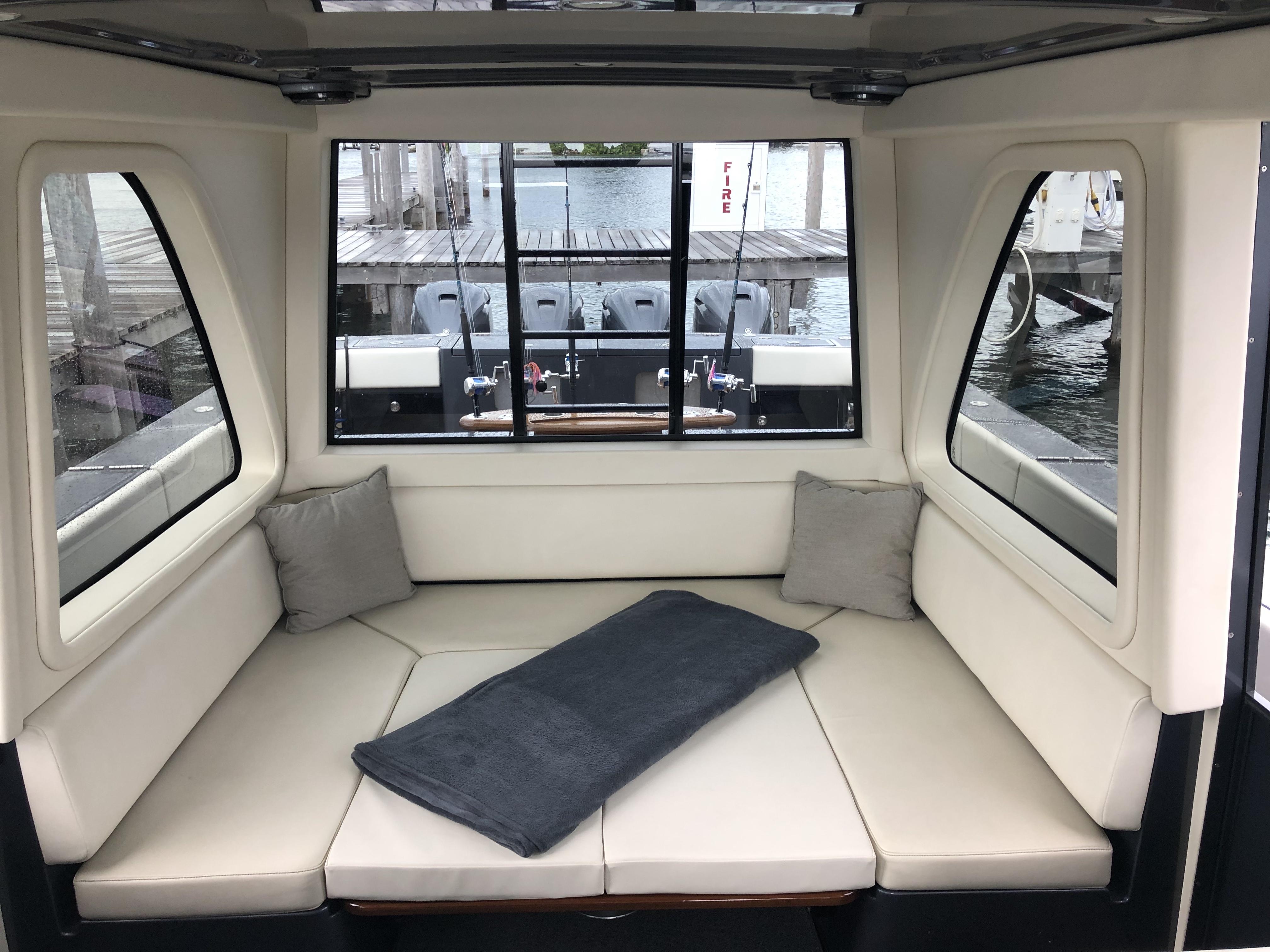 gulfstream yachts 52 upper salon table l