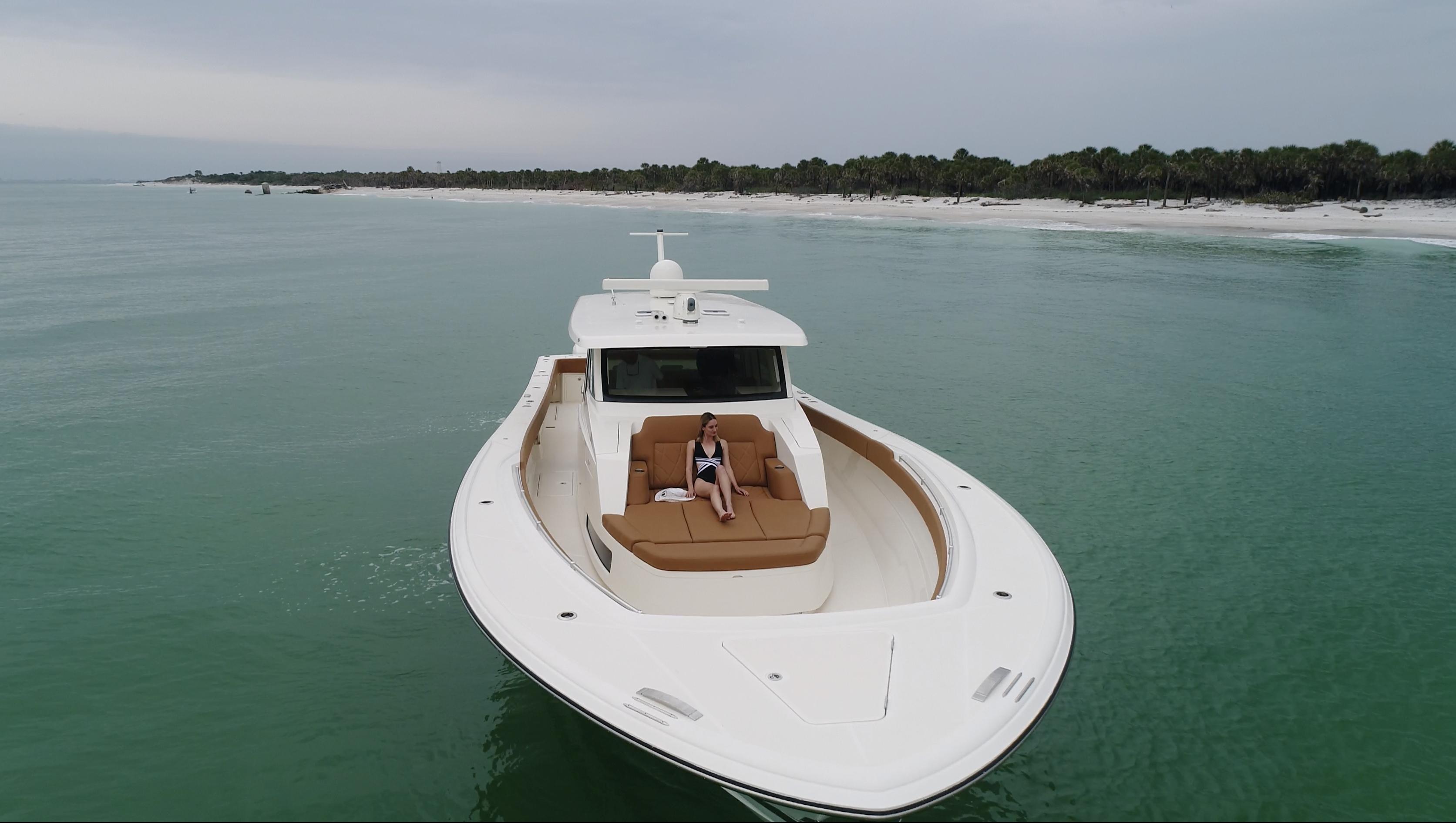gulfstream yachts 52 white sunpad with m