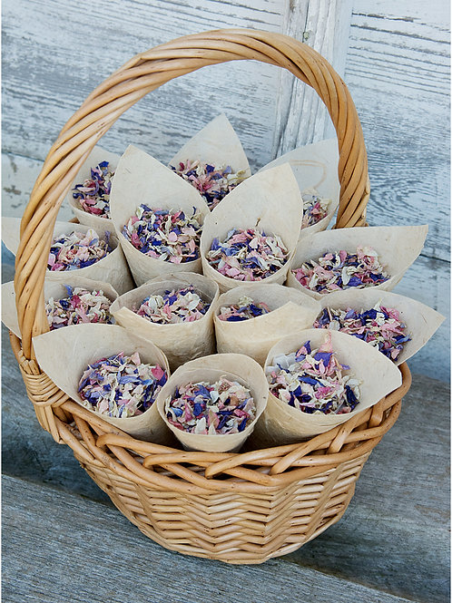 Basket with 14 cones filled with natural confetti