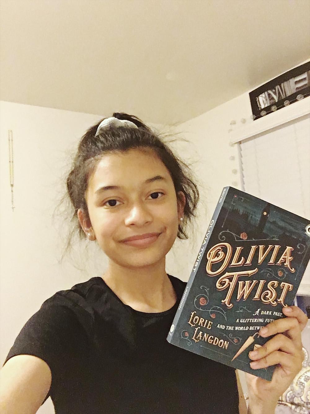 Olivia Twist Daniela Martinez