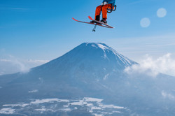 13Hours-Niseko1-superJumbo