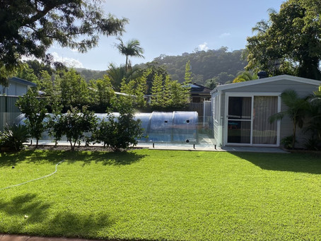 This retractable pool enclosure worked really well for the place. Great match with the environment.