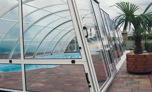 pool enclosure retractable.jpg