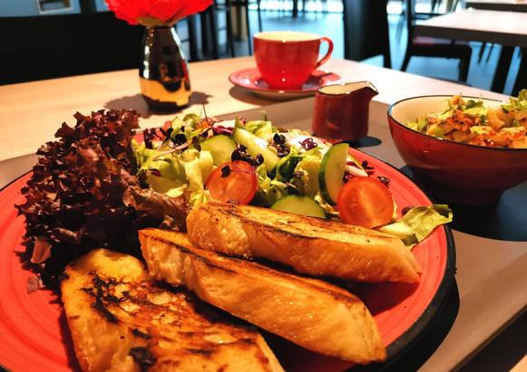 bistro-cafe-jena-maries-salat.jpg