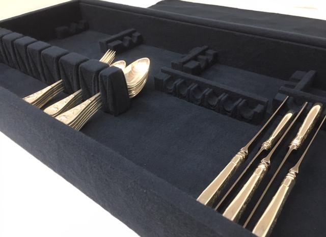 Pleated Flatware Holder and Knife Racks in Standard Insert