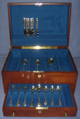 Silver Chest with Pleated Silverware Racking and Knives Stored in Lid