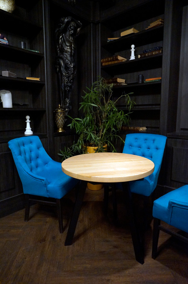 Стіл для ресторану