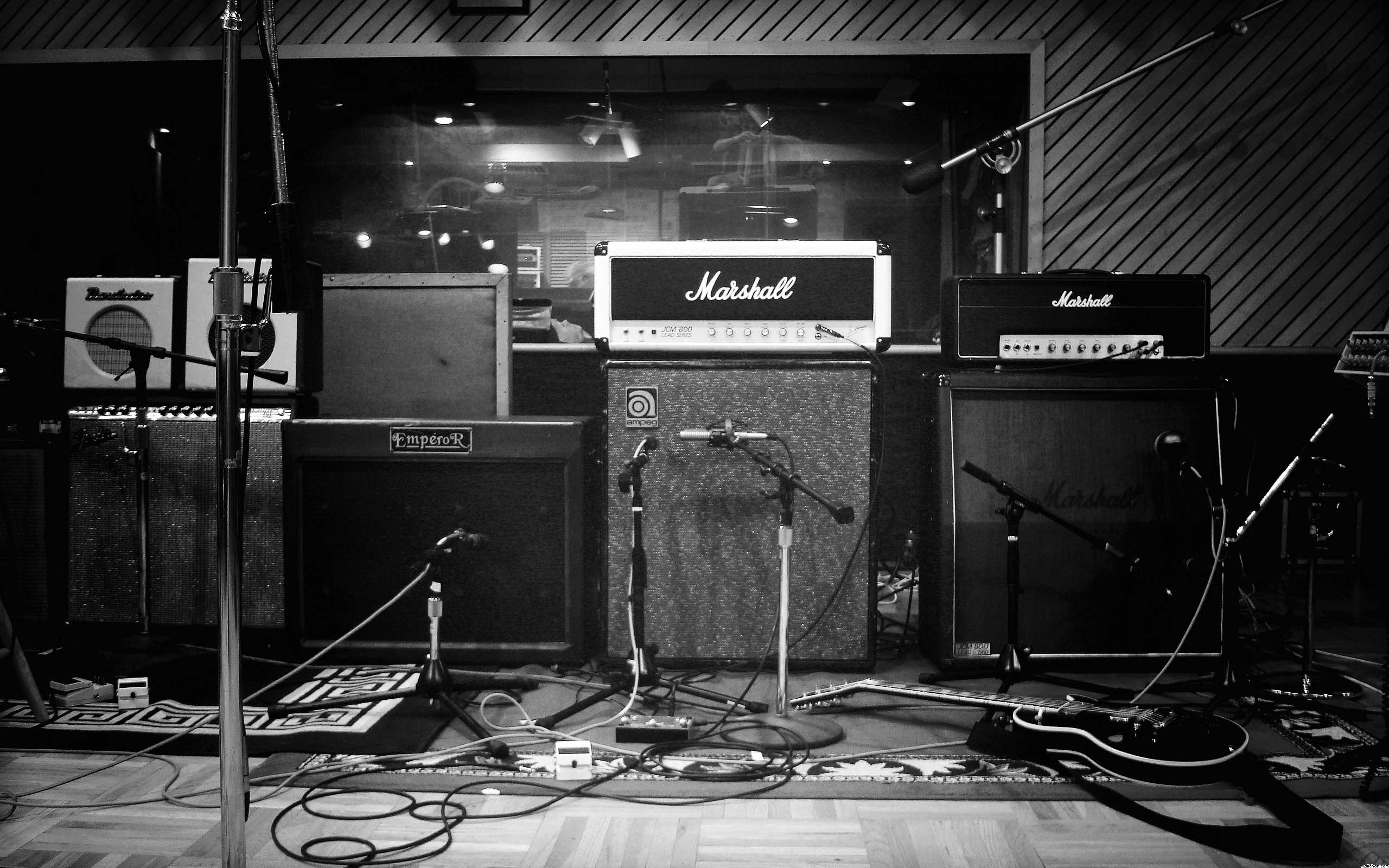 studio-music-instruments_bw.jpg