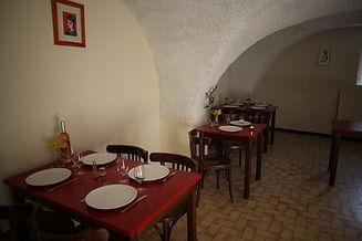 Salle de restaurant de l'auberge de Valdrôme dans le Haut-Diois entre Vercors et Baronnies