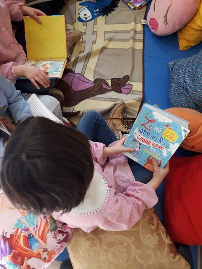 Angolo lettura della scuola dell'infanzi